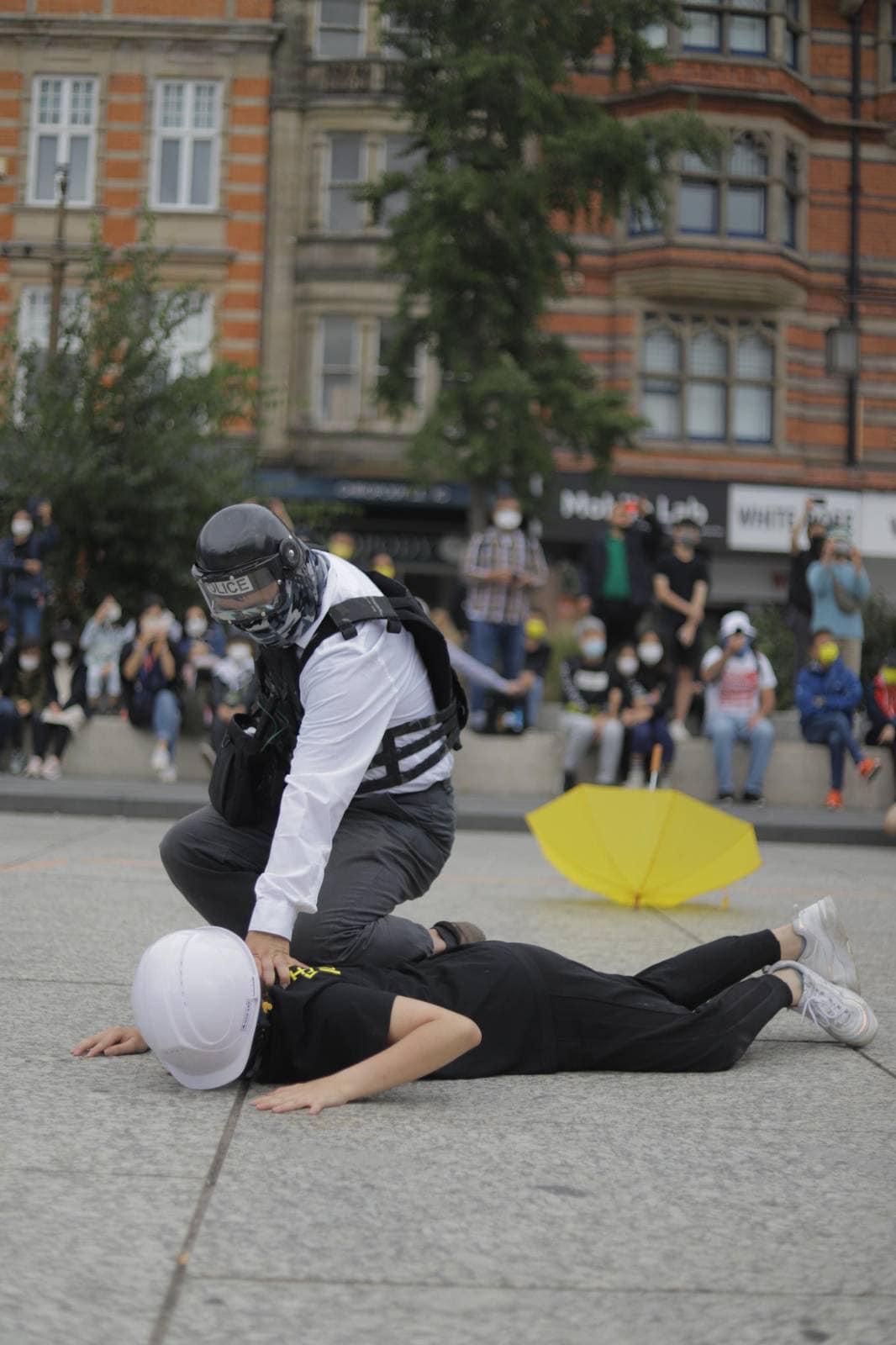 8.31事件兩周年,英國城市諾定咸(Nottingham)有大型抗爭默劇,讓世人記住歷史。(「Nottingham 手足」臉書圖片)